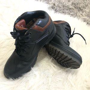 Women shoe black Timberland.
